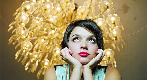 norah jones little broking hearts