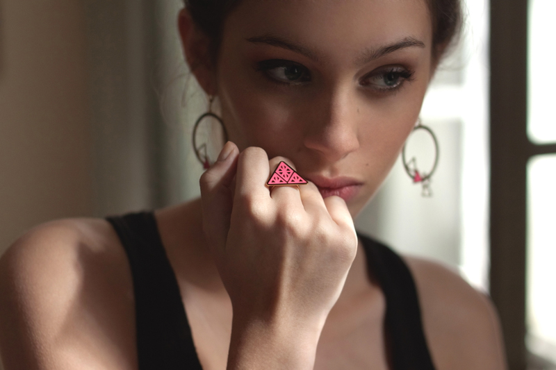 bague triangle rose