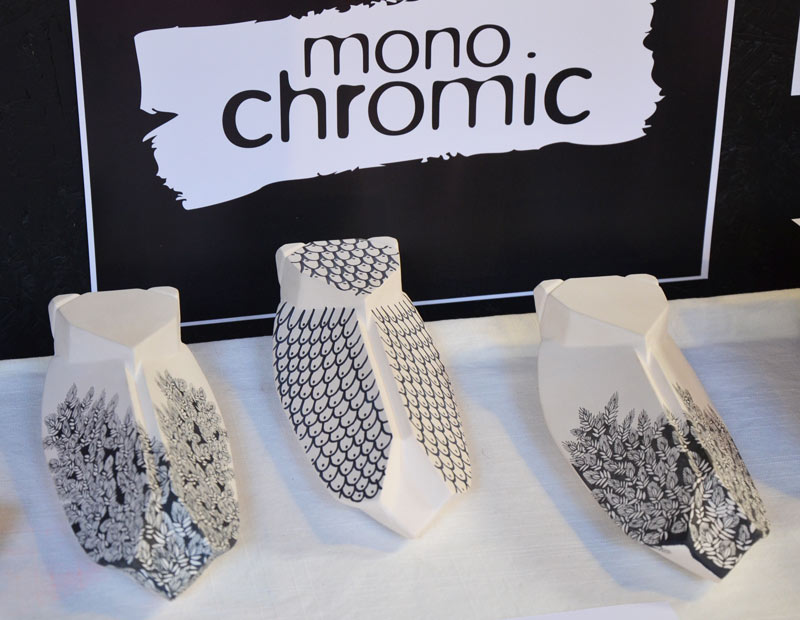 mono-chromic
