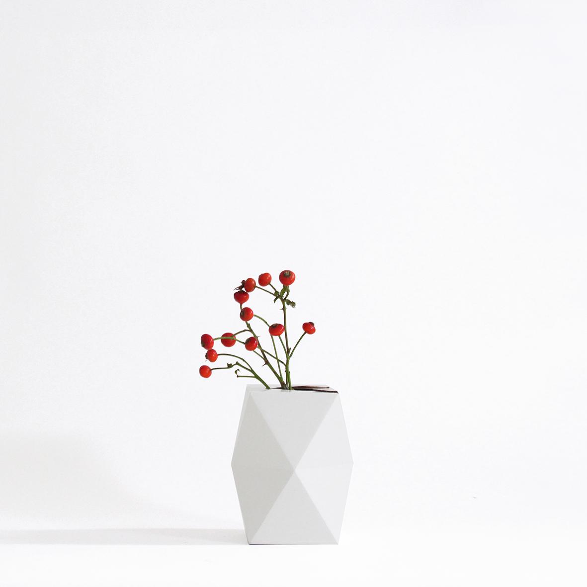 vase low white